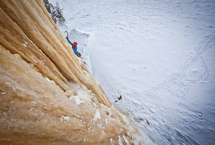 fstoppers-mike-wilkinson-ice-climbing-photo5