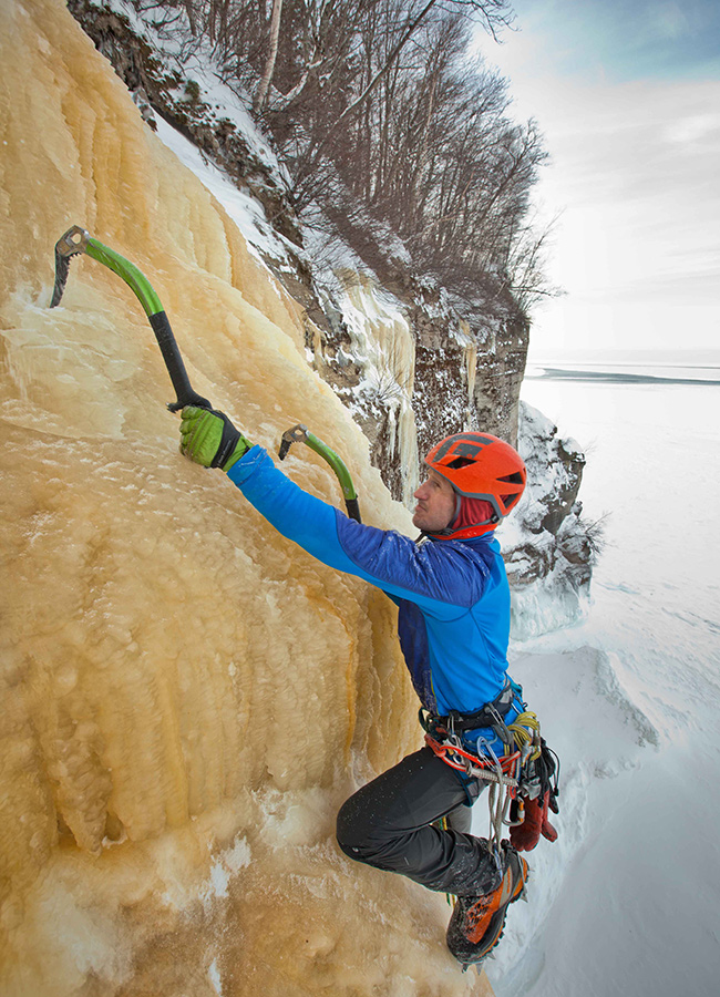 fstoppers-mike-wilkinson-ice-climbing-photo7
