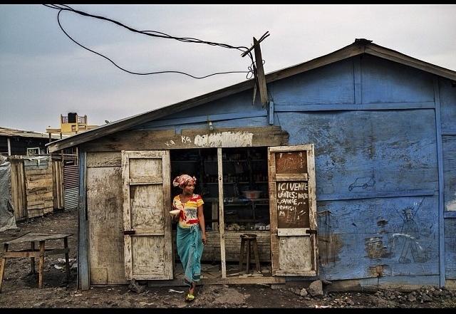 4-Hamida-Portrait-House-Congo