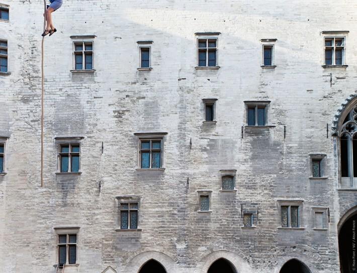 Palais-de-Papes-Avignon-Flore