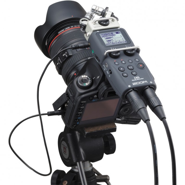 zoom h5 handy recorder connected to dslr